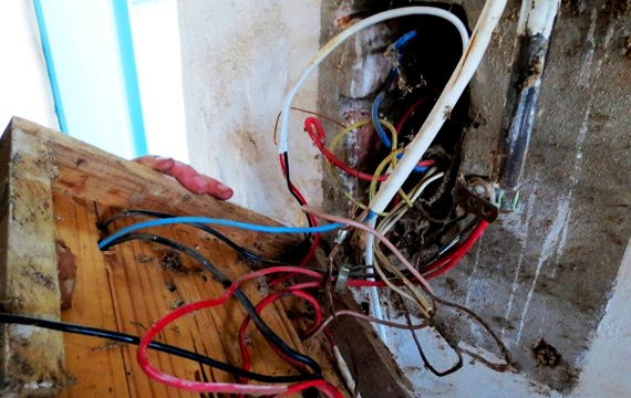 Messy electrical wiring